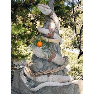 写真:神の化身白蛇をお祀りする「蛇白龍神」  (2枚目)