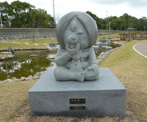 写真:「水木しげるが描くゲゲゲの鬼太郎と和歌山の妖怪」像