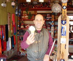 写真:のび~る「トルコアイス」