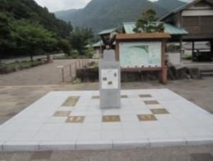 写真:なでしこジャパン記念モニュメント