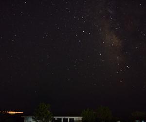 写真:本州最南端、望楼の芝で見る『天の川』