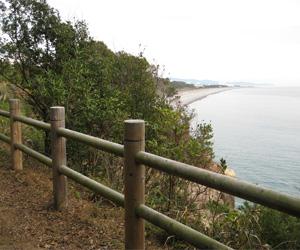 写真:太平洋が眺める世界遺産・熊野古道の高野坂