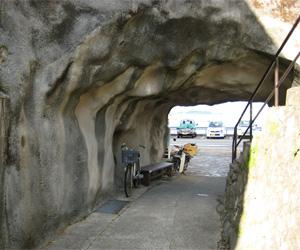 写真:和田の岩門(せきもん)  (2枚目)