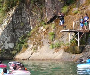 写真:清流 高田川の自然プール  (1枚目)