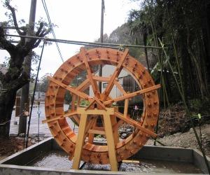 写真:木製水車