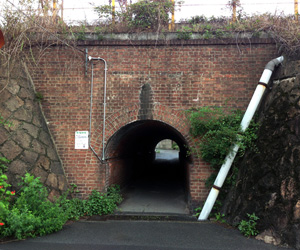 写真:源蔵馬場人道トンネル