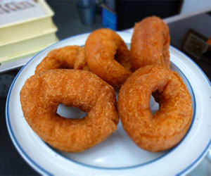 写真:曜日限定のドーナツ