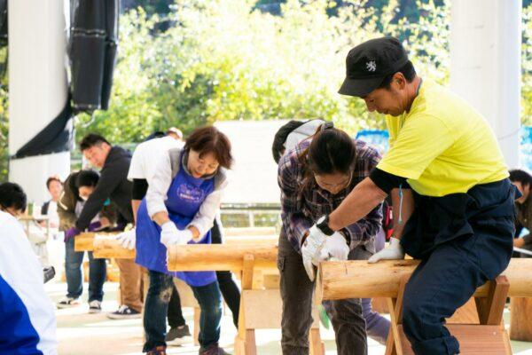 写真:日高川フォレスト祭の丸太切り競争