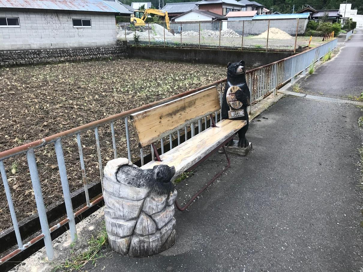 写真:親子熊が待っている?(2枚目)