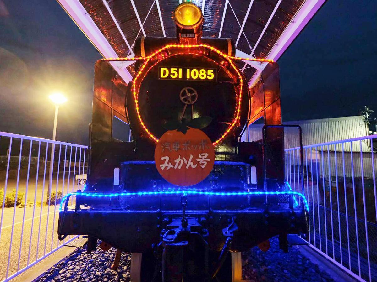 写真:冬夜に光り輝く蒸気機関車(1枚目)