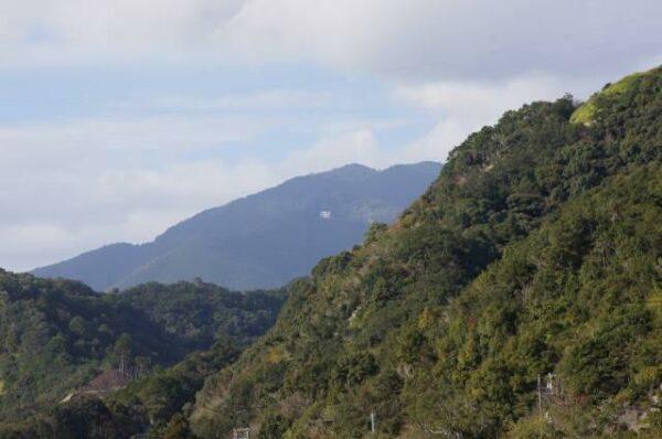写真:妙法山の卍マーク