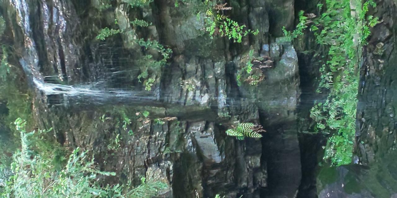 写真:裏見の滝(2枚目)