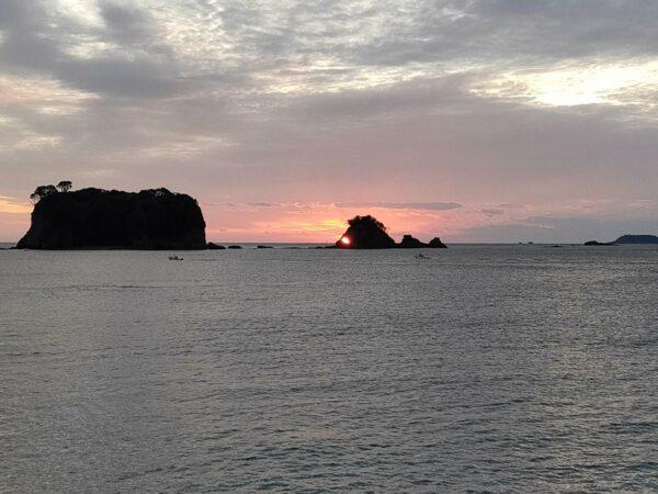 写真:鯛島と朝日