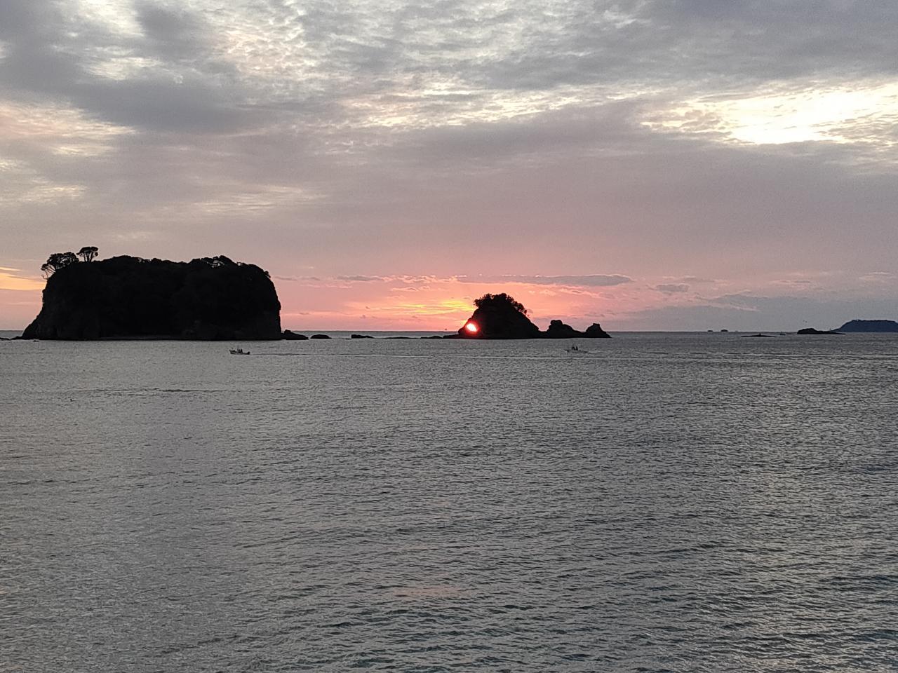 写真:鯛島と朝日(1枚目)