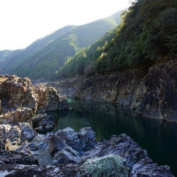 写真:静寂の地 七色峡