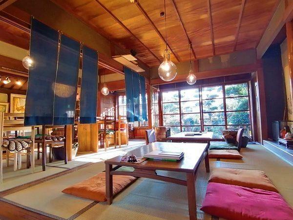 写真:大正時代に建てられた世界的な洋画家川口軌外さんが住んでいた築100年以上の古民家を改装したカフェです