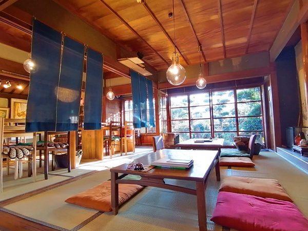 写真:大正時代に建てられた世界的な洋画家川口軌外さんが住んでいた築100年以上の古民家を改装したカフェです(1枚目)