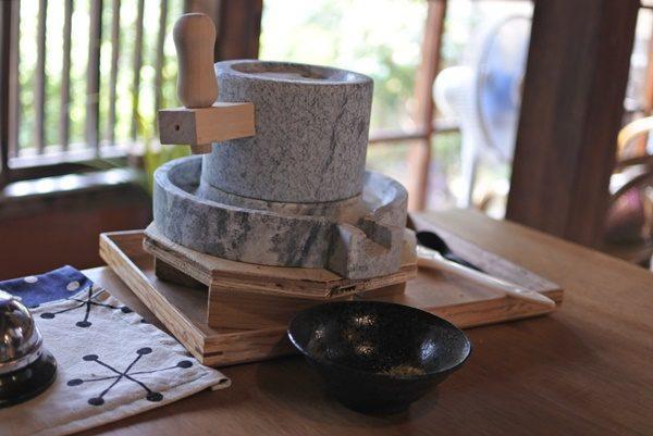 写真:大正時代に建てられた世界的な洋画家川口軌外さんが住んでいた築100年以上の古民家を改装したカフェです(3枚目)