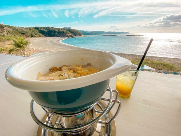 写真:目の前は海‼︎波の音を聴きながらくつろげるカフェ