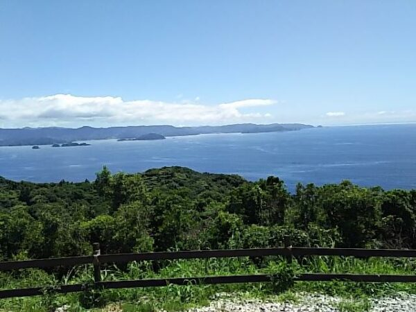 写真:山頂から海を見下ろしたような絶景づくし