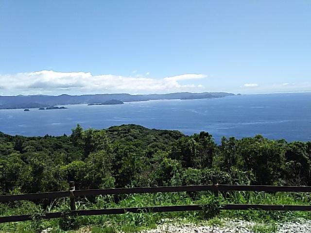 写真:山頂から海を見下ろしたような絶景づくし(1枚目)